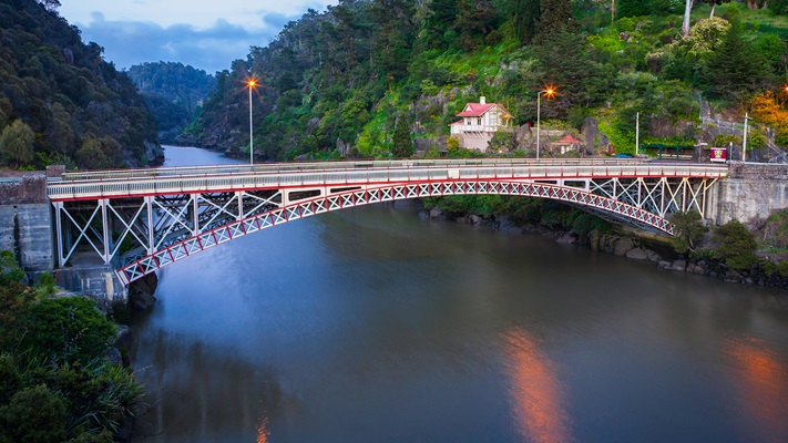 Kings Bridge stretching over Cataract Gorge