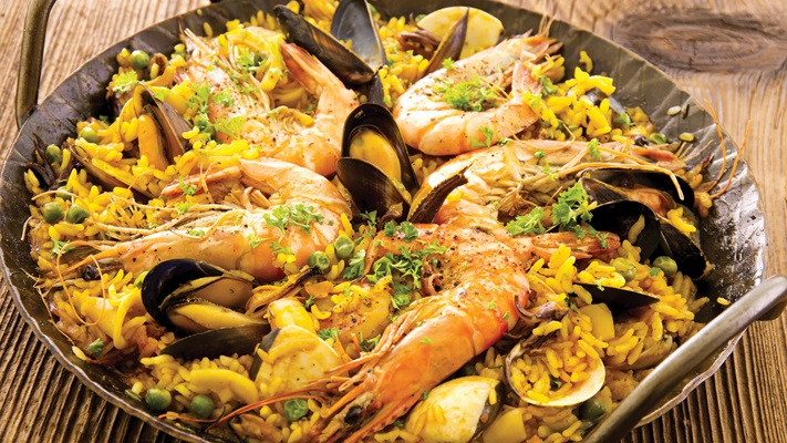 Traditional spanish dish of prawns, mussels in flavoured rice dish